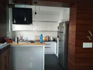 Kitchen :  Kitchen units by V-Serve Design & PMC