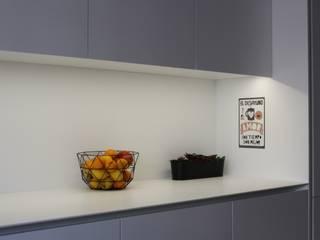Apartamento Costa Cabral | P2015.604: Cozinhas  por ARCHÉ,Minimalista