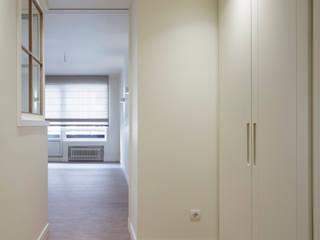 Klassischer Flur, Diele & Treppenhaus von Sube Susaeta Interiorismo Klassisch