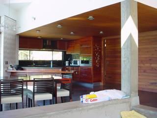 casa FSA 02: Comedores de estilo  por Sotomayor & Asociados