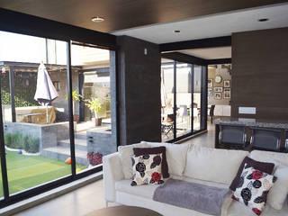 CASA CONDESA JURIQUILLA: Salas de estilo minimalista por EZ HOMES