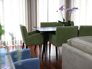 Surfer Colors living room Salas de jantar mediterrânicas por Perfect Home Interiors Mediterrânico