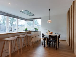 Dining room by Dineke Dijk Architecten, Modern