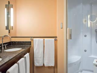 Moderne douchecabine in luxe badkamer:  Spa door Cleopatra BV