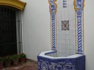 Fuente revestida en cerámicas :  de estilo  por Estudio Dillon Terzaghi Arquitectura