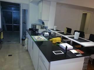 Remodelación de baño y cocina Cocinas modernas: Ideas, imágenes y decoración de Construye Tu Proyecto Moderno