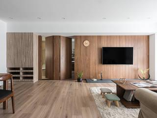 生活尺度 现代客厅設計點子、靈感 & 圖片 根據 知域設計 現代風