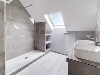 Anne Lapointe Chila Modern bathroom Sandstone Grey