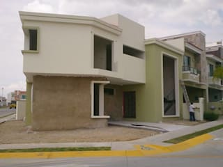 Houses by PESA ARQUITECTOS