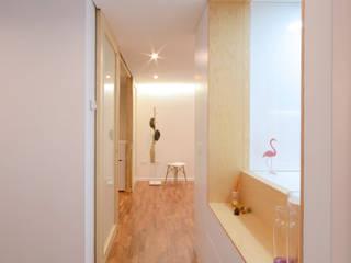Piso Lola LIQE arquitectura Pasillos, vestíbulos y escaleras de estilo moderno