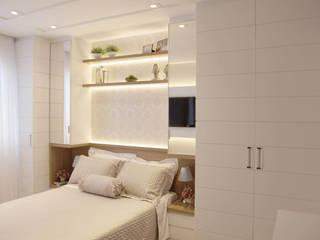 Suíte Master Aconchegante: Quartos  por Suelen Kuss Arquitetura e Interiores