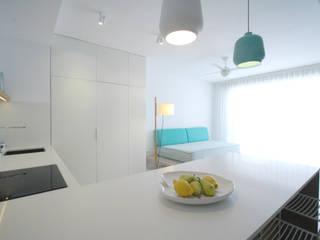 Ruang Makan Gaya Skandinavia Oleh SANDRA DE VENA, ARQUITECTURA Y CONSTRUCCION Skandinavia