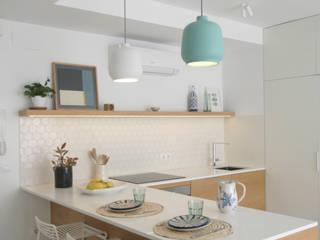 Dapur Gaya Skandinavia Oleh SANDRA DE VENA, ARQUITECTURA Y CONSTRUCCION Skandinavia