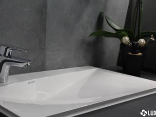Umywalka z odpływem szczelinowym Nowoczesna łazienka od Luxum Nowoczesny