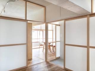 芦花公園の住宅: Camp Design inc.が手掛けたリビングです。