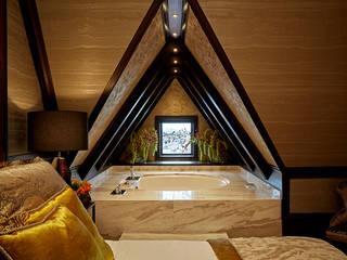 Modern Cleopatra bad in luxe hotel:  Badkamer door Cleopatra BV