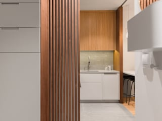 Służbowy apartament w Jarosławiu Nowoczesny korytarz, przedpokój i schody od Viva Design - projektowanie wnętrz Nowoczesny