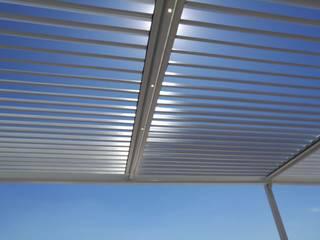 Pergola Bioclimática Las Aguilas Balcones y terrazas modernos de D+I Diseño mas interiorismo Moderno
