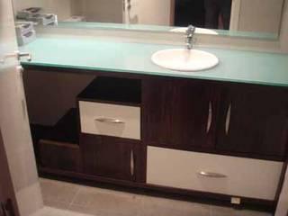 Baños de estilo moderno de AM interiors - designs Moderno