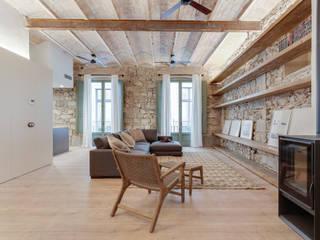 Soggiorno in stile mediterraneo di Lara Pujol | Interiorismo & Proyectos de diseño Mediterraneo