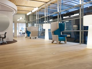 Wood floors at WTC Schiphol Airport:  Vliegvelden door Uipkes Wood Flooring