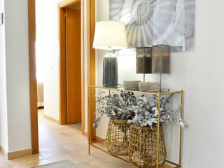 Corridor and hallway by estudio de interiorismo pilar Gimeno, Mediterranean