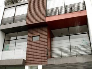 fachada principal Casas de estilo moderno de homify Moderno