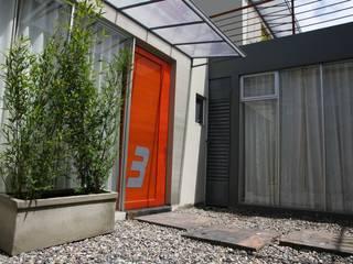 Porte in stile  di RIVAL Arquitectos  S.A.S.
