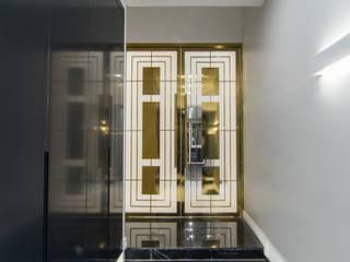 Couloir, entrée, escaliers modernes par 캐러멜라운지 Moderne