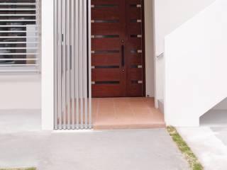 玄関: 株式会社青空設計が手掛けた廊下 & 玄関です。