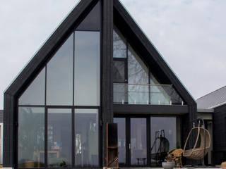 Moderne schuurwoning Haringhuizen van Nico Dekker Ontwerp & Bouwkunde Modern