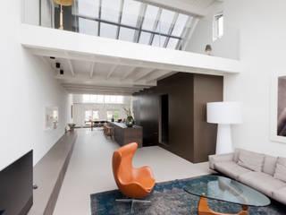 luxe maisonette in de Pijp - Bas Vogelpoel Architecten Amsterdam:  Woonkamer door Bas Vogelpoel Architecten, Modern