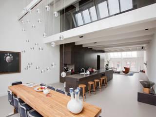 luxe maisonette in de Pijp - Bas Vogelpoel Architecten Amsterdam:  Eetkamer door Bas Vogelpoel Architecten, Modern