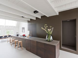 luxe maisonette in de Pijp - Bas Vogelpoel Architecten Amsterdam:  Keukenblokken door Bas Vogelpoel Architecten, Modern