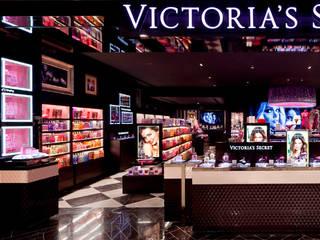 Victoria's Secret MEXICO: Espacios comerciales de estilo  por BIROT A Lighting Store