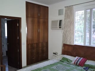 Old flat renovation:  Bedroom by Rennovate Home Solutions pvt ltd