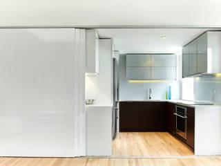 Cozinhas modernas por KUBE architecture Moderno