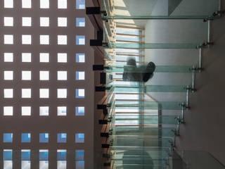 Escaleras de estilo  de HDA: ARQUITECTURA BIOCLIMATICA