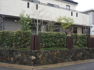 Jardines de estilo clásico de 庭良/高橋良仁庭苑設計室 Clásico