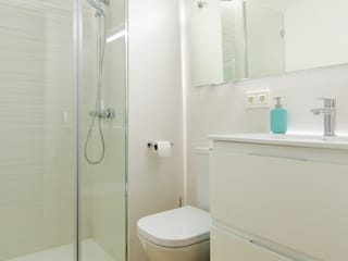 Modern bathroom by Noelia Villalba Modern