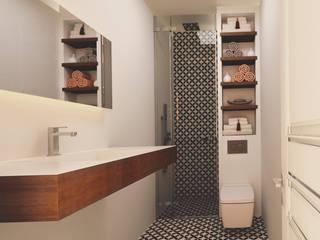 Salle de bains de style  par Ravenna Mimarlık Restorasyon
