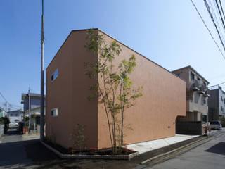 中庭を愛でるガレージハウス 余田正徳/株式会社YODAアーキテクツ 木造住宅 オレンジ