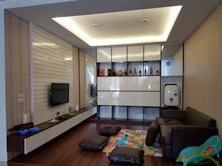 Living Room Green Lake City:  Ruang Keluarga by Gaiyuu Jaya Abadi