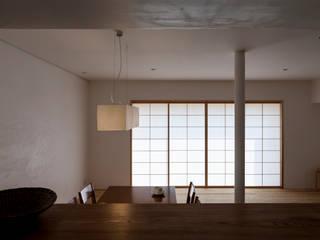 Modern living room by 中山建築設計事務所 Modern
