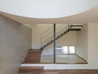 吹き抜け: 富谷洋介建築設計が手掛けた階段です。