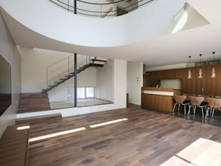 リビング: 富谷洋介建築設計が手掛けたリビングです。