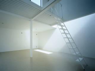 東中野の住宅: 有限会社コンパクツ一級建築士事務所が手掛けた一戸建て住宅です。,