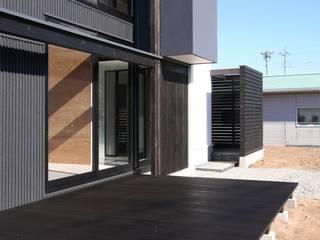 Balcones y terrazas de estilo minimalista de 石川淳建築設計事務所 Minimalista