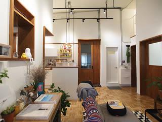 Living room by 미우가 디자인 스튜디오