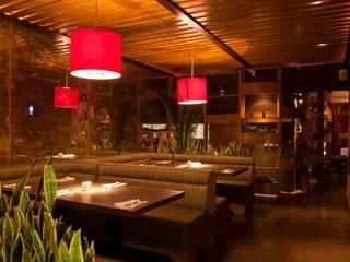 DISEÑO DE RESTAURANTES Siccome Gdl, Jal, Mex.: Restaurantes de estilo  por B&Ö Arquitectura interior y muebles | Diseño de bares y restaurantes / Interiorismo y Decoración México.